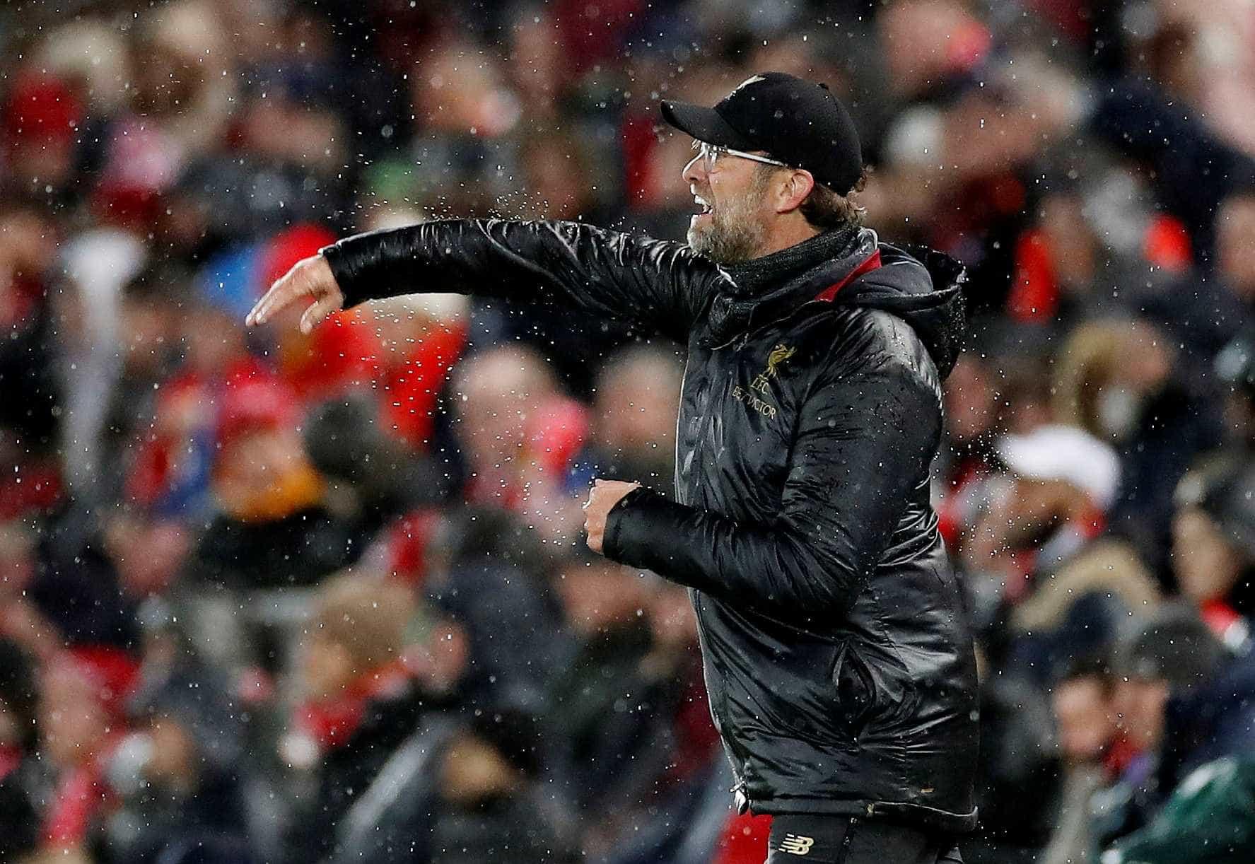 """Klopp defende Salah: """"Se alguém faz isto, não pode entrar num estádio"""""""