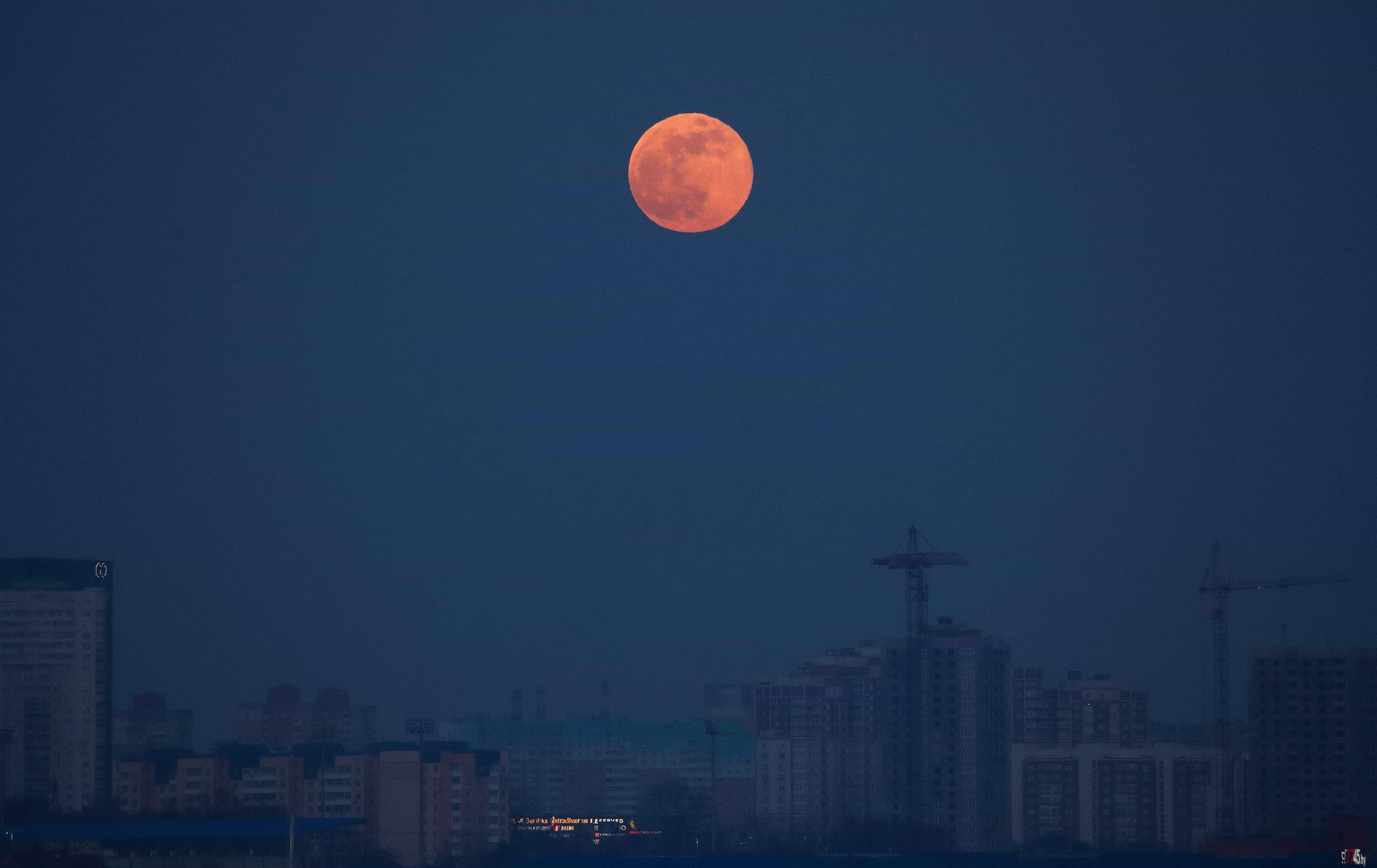 Viu? Foi assim que a Super Lua iluminou os céus do mundo