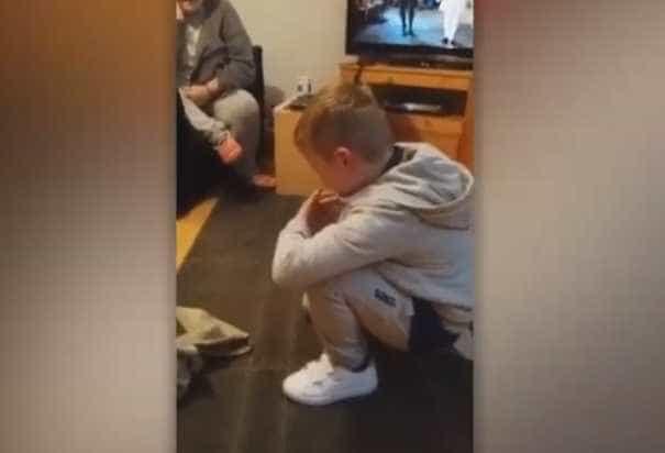 A emocionante reação de um menino autista ao conhecer o seu novo amigo