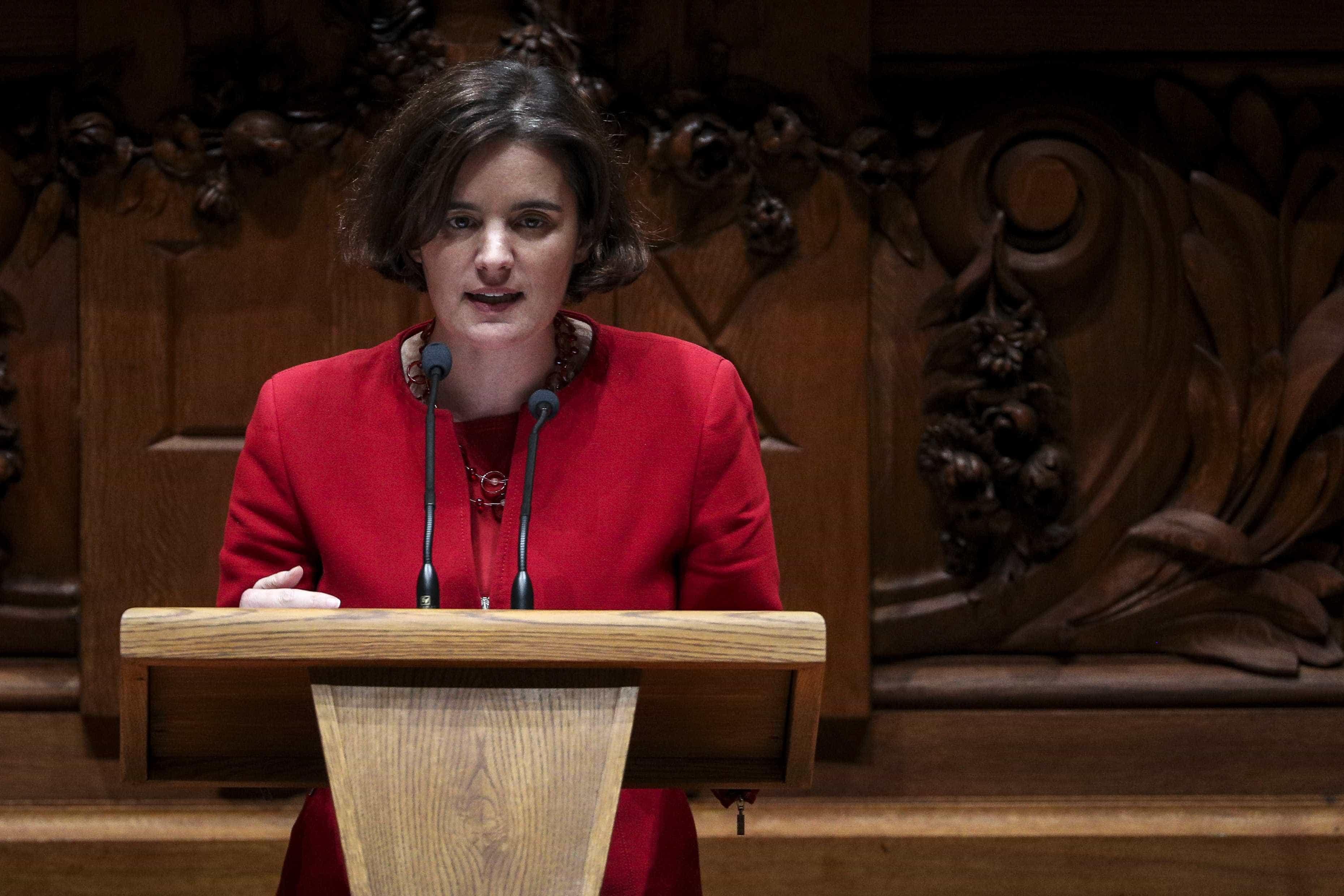 """Ministra defende que Governo """"sai reforçado"""" após chumbo de moção"""