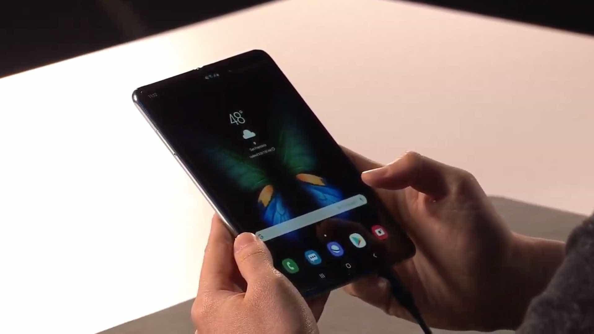 Samsung quer fornecer ecrãs dobráveis às rivais