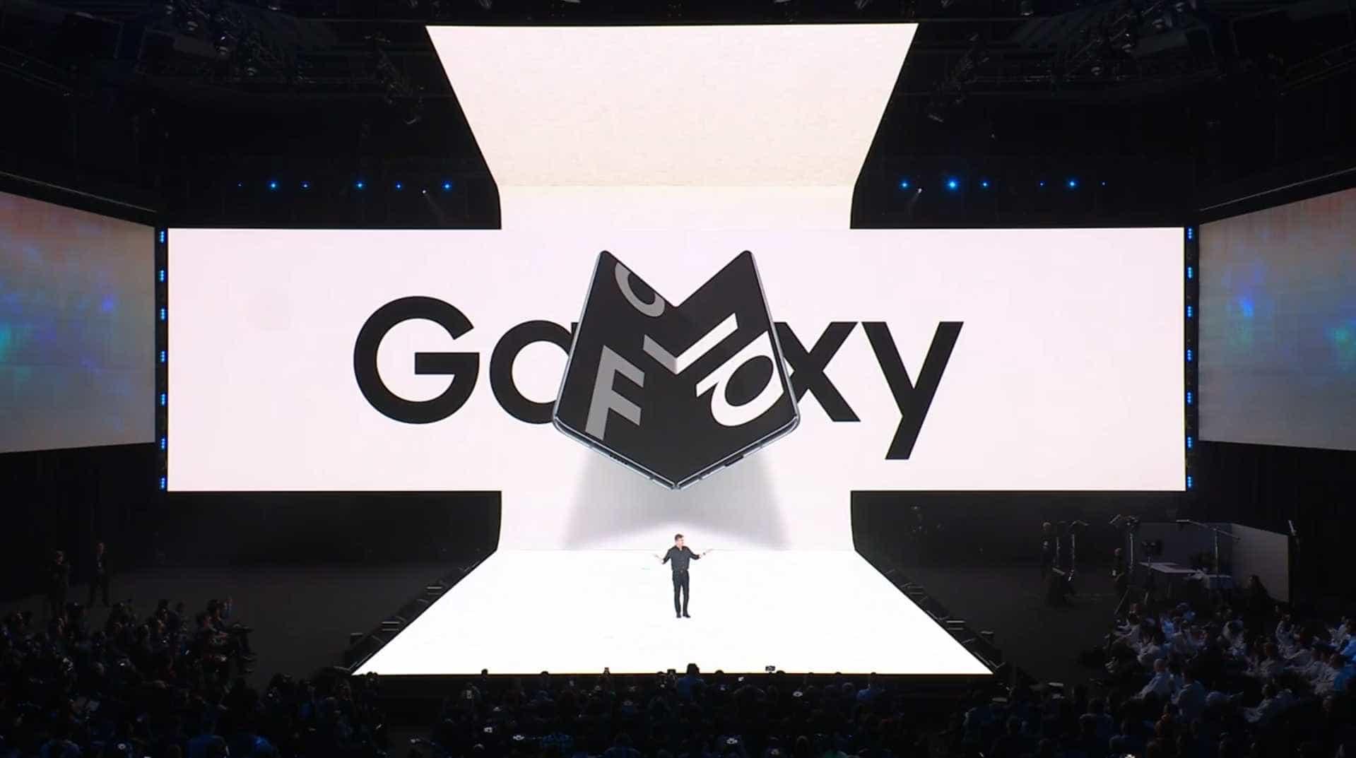 Rumor. Samsung planeia mais dois smartphones de ecrã dobrável