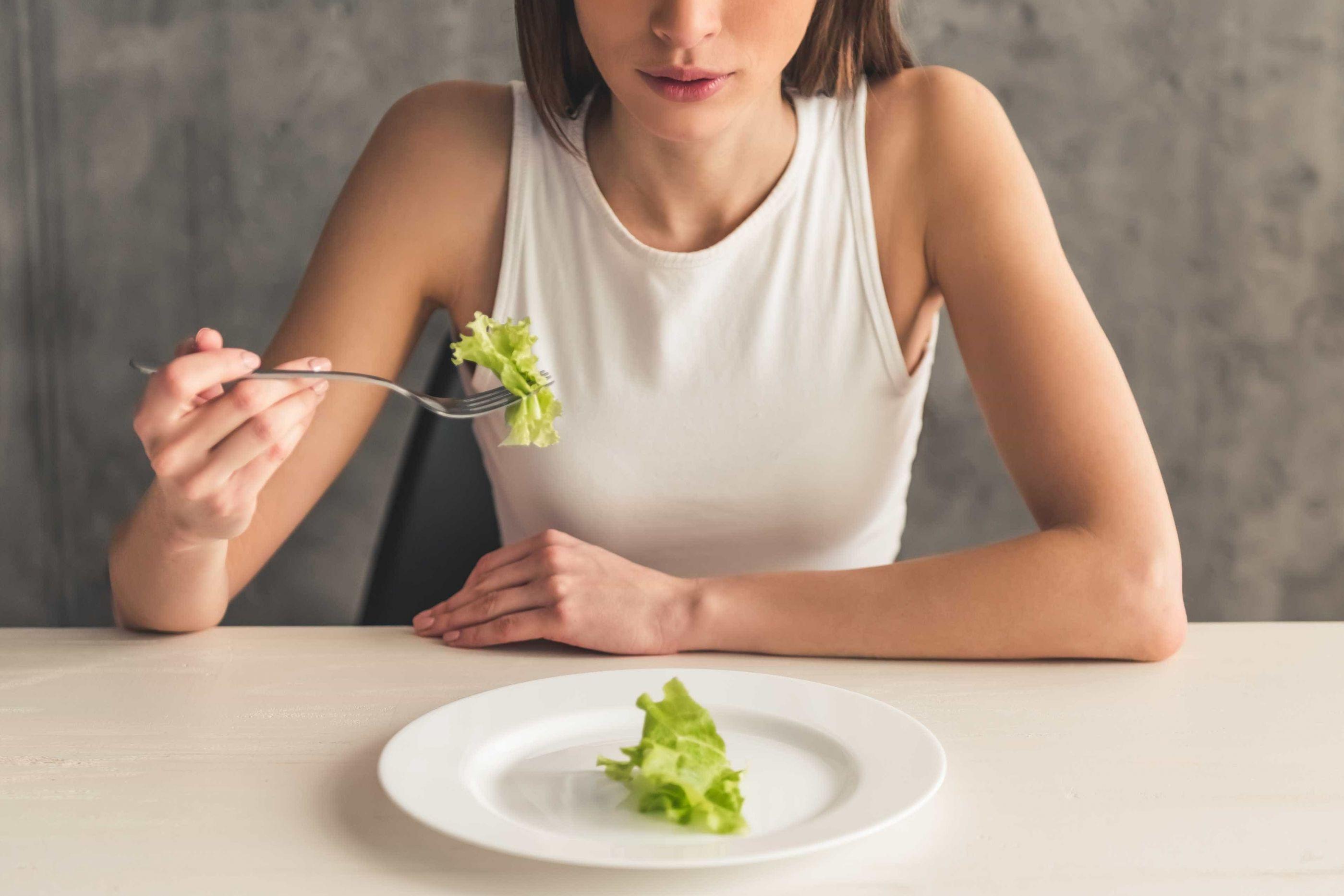 Não vai almoçar? Entenda o que saltar uma refeição faz ao seu corpo