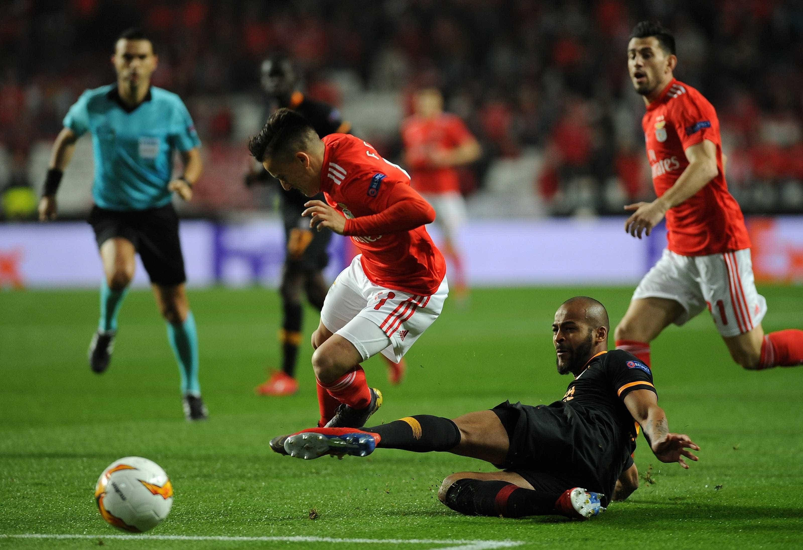 Benfica nos 'oitavos' da Liga Europa sem passar da estaca zero