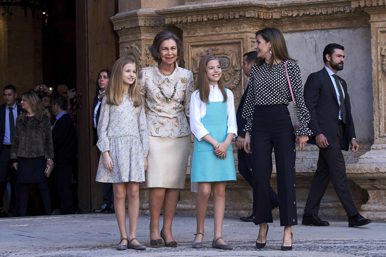 Princesa Leonor e infanta Sofia já começam a seguir os passos da avó