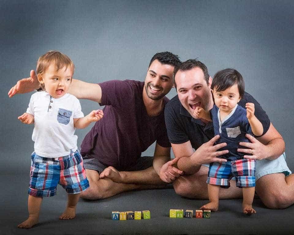 Juiz dá cidadania norte-americana a filho gémeo de casal homossexual