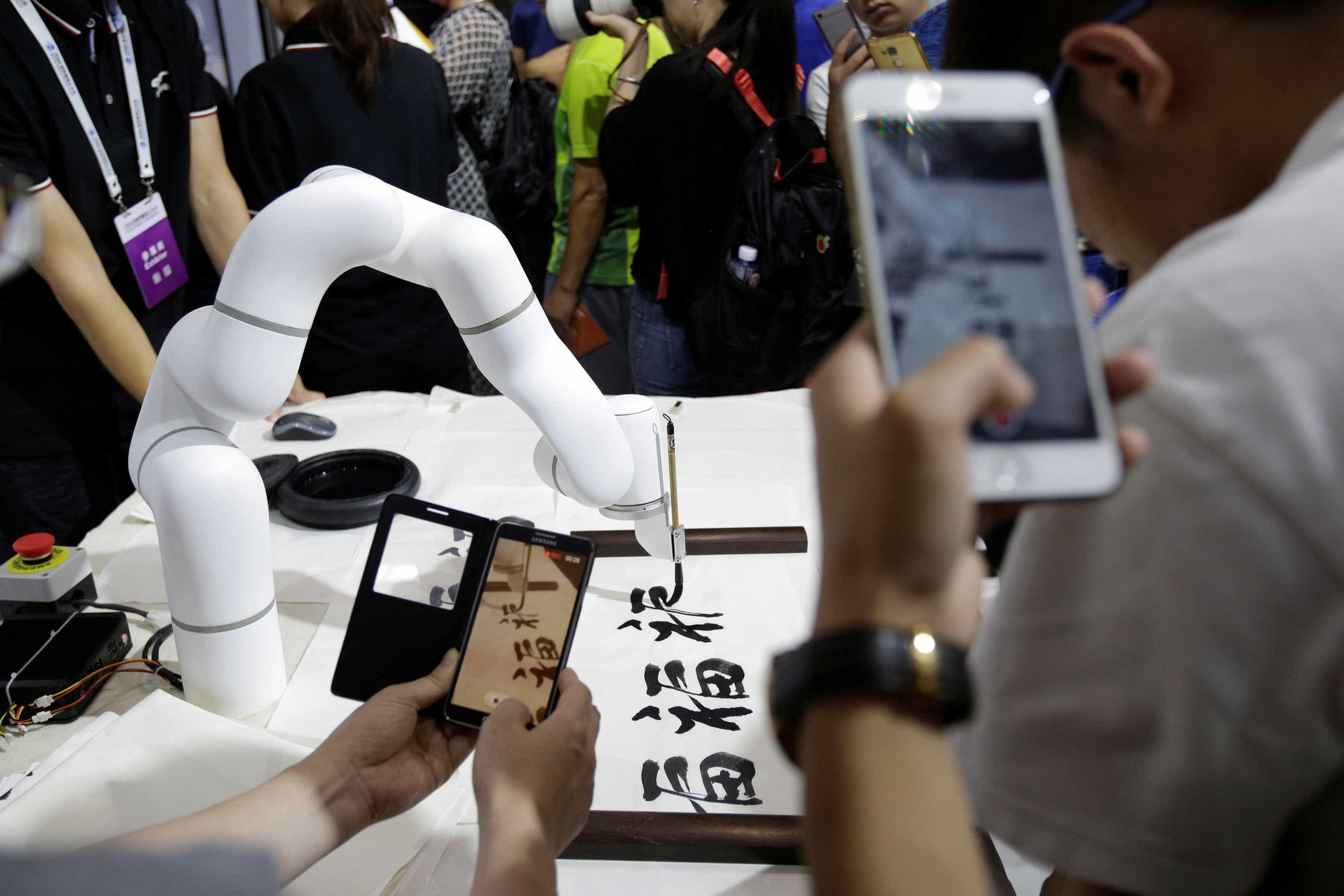 Estudante chinesa comprou robot para a ajudar nos trabalhos de casa