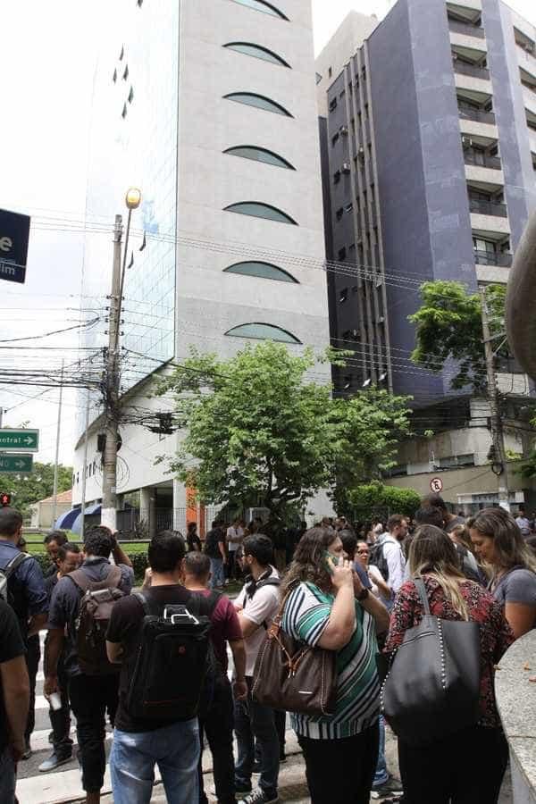 Prédio evacuado no Brasil após salto de 50 pessoas durante palestra