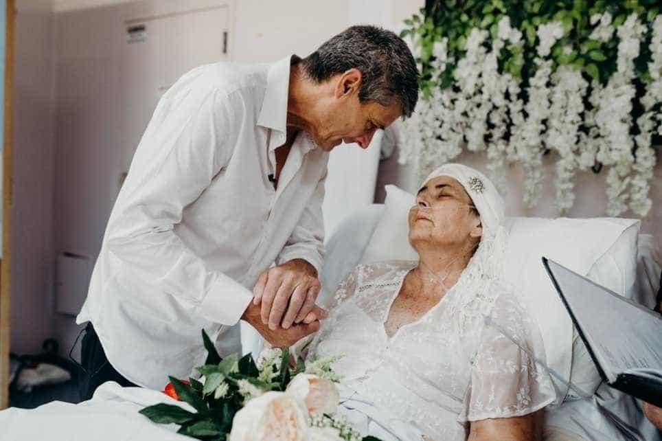 Horas antes de morrer, mulher com cancro terminal cumpre sonho de casar