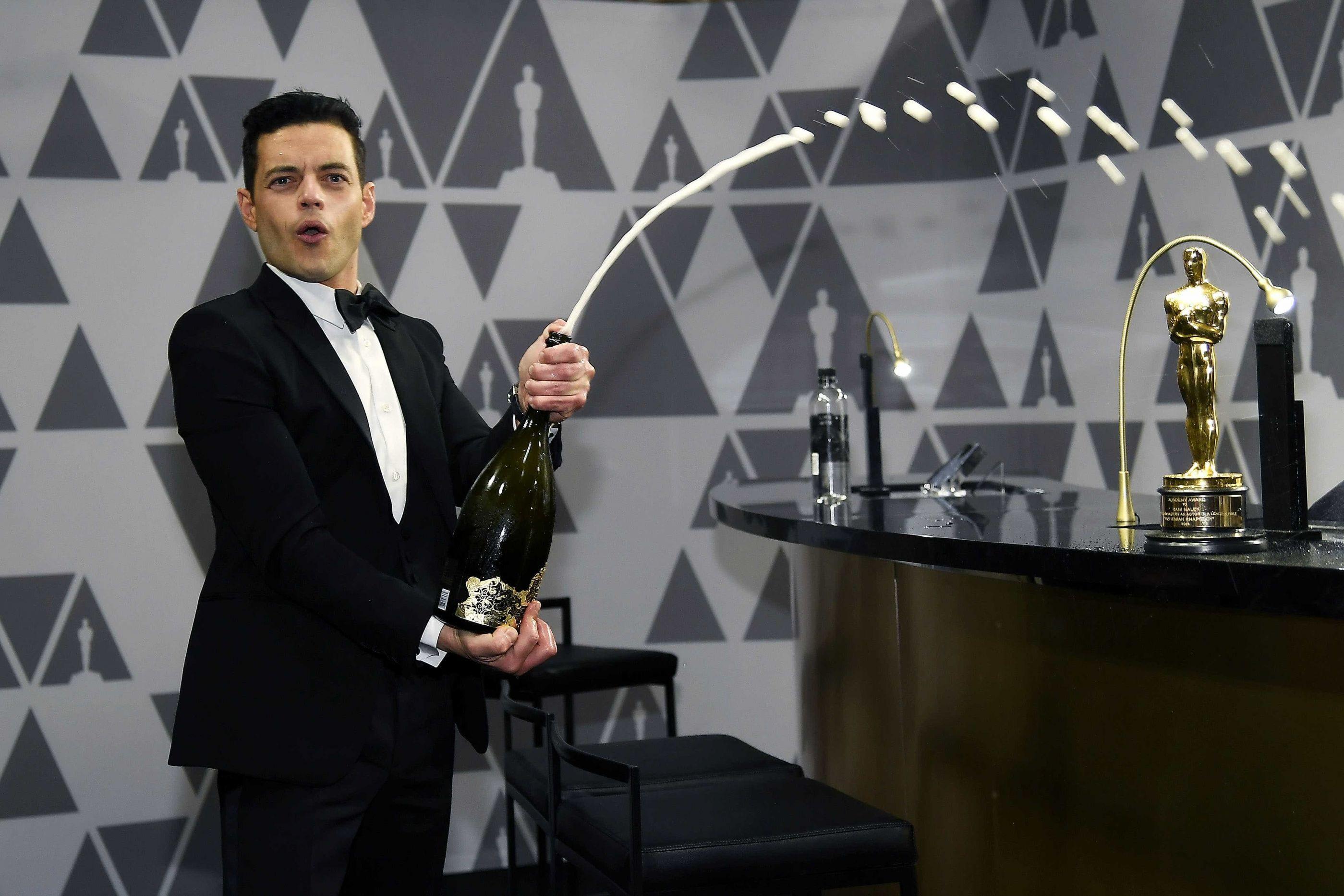 Rami Malek recebeu um Óscar... e caiu do palco