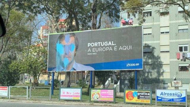 """Nuno Melo responsabiliza """"comunistas"""" por cartazes vandalizados no Seixal"""