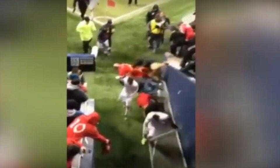 Adeptos caem das bancadas e fraturam pé de antigo jogador do Sp. Braga
