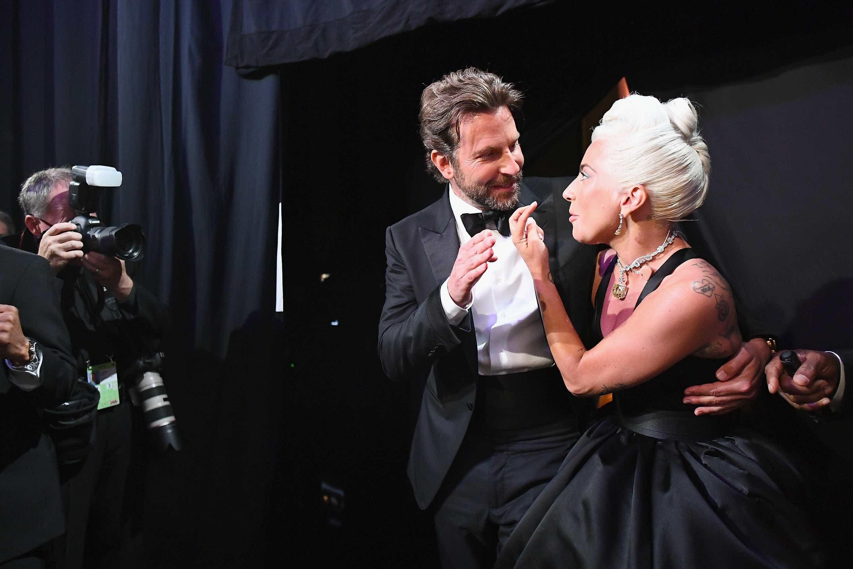 Ex-mulher de Bradley Cooper comenta rumores de romance com Lady Gaga