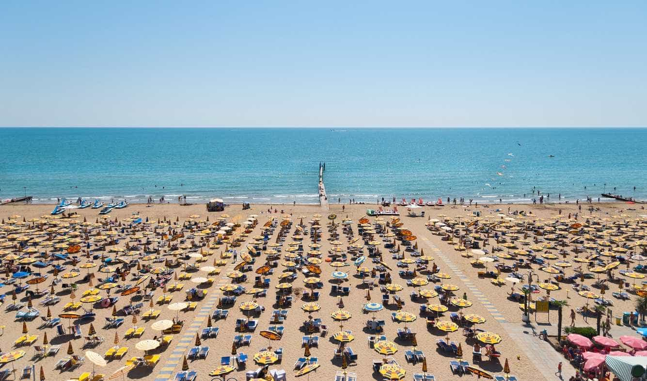 Itália vai ter em maio a primeira praia onde é proibido fumar
