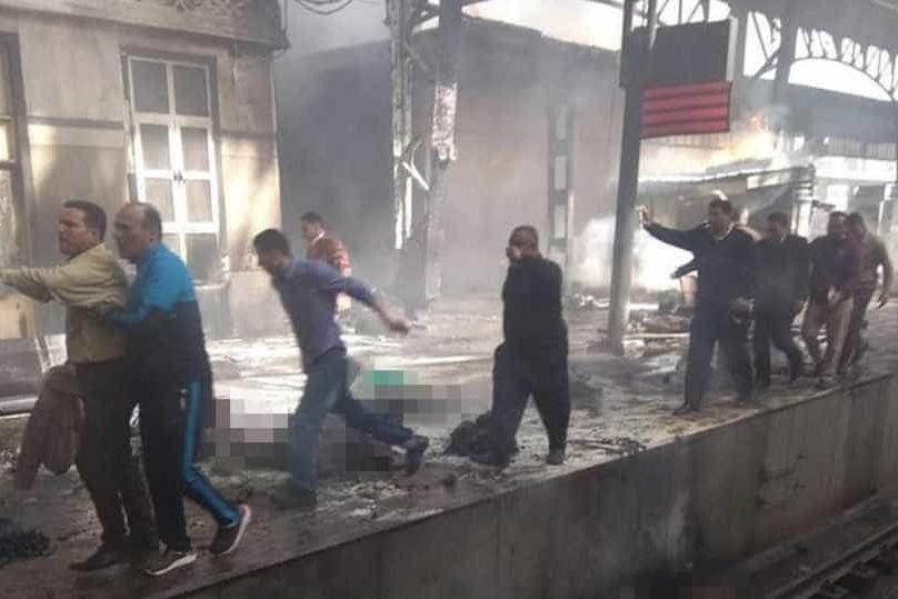Incêndio em comboio junto a estação faz vários mortos no Egito