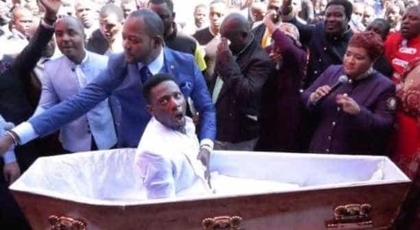 Agências funerárias vão processar pastor que 'ressuscitou' homem