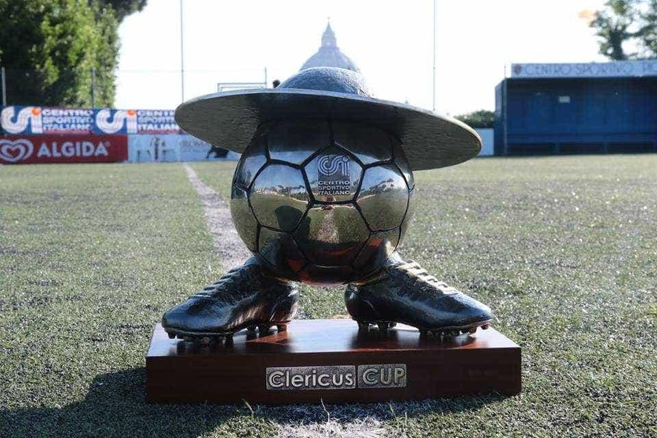Seleção portuguesa de padres revalida título europeu de futsal