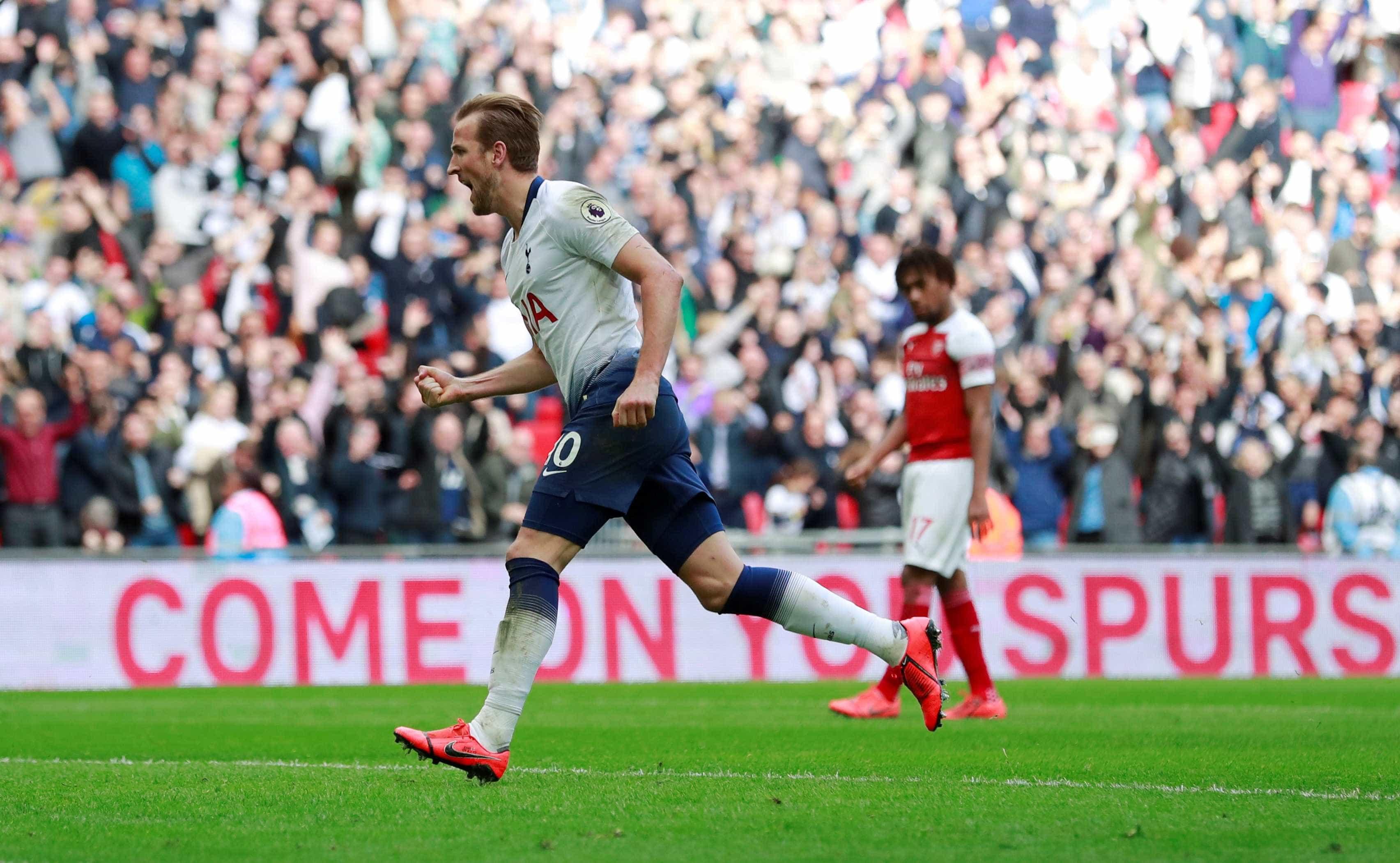 Kane e Lloris 'tramam' contas do Arsenal na luta pela Champions