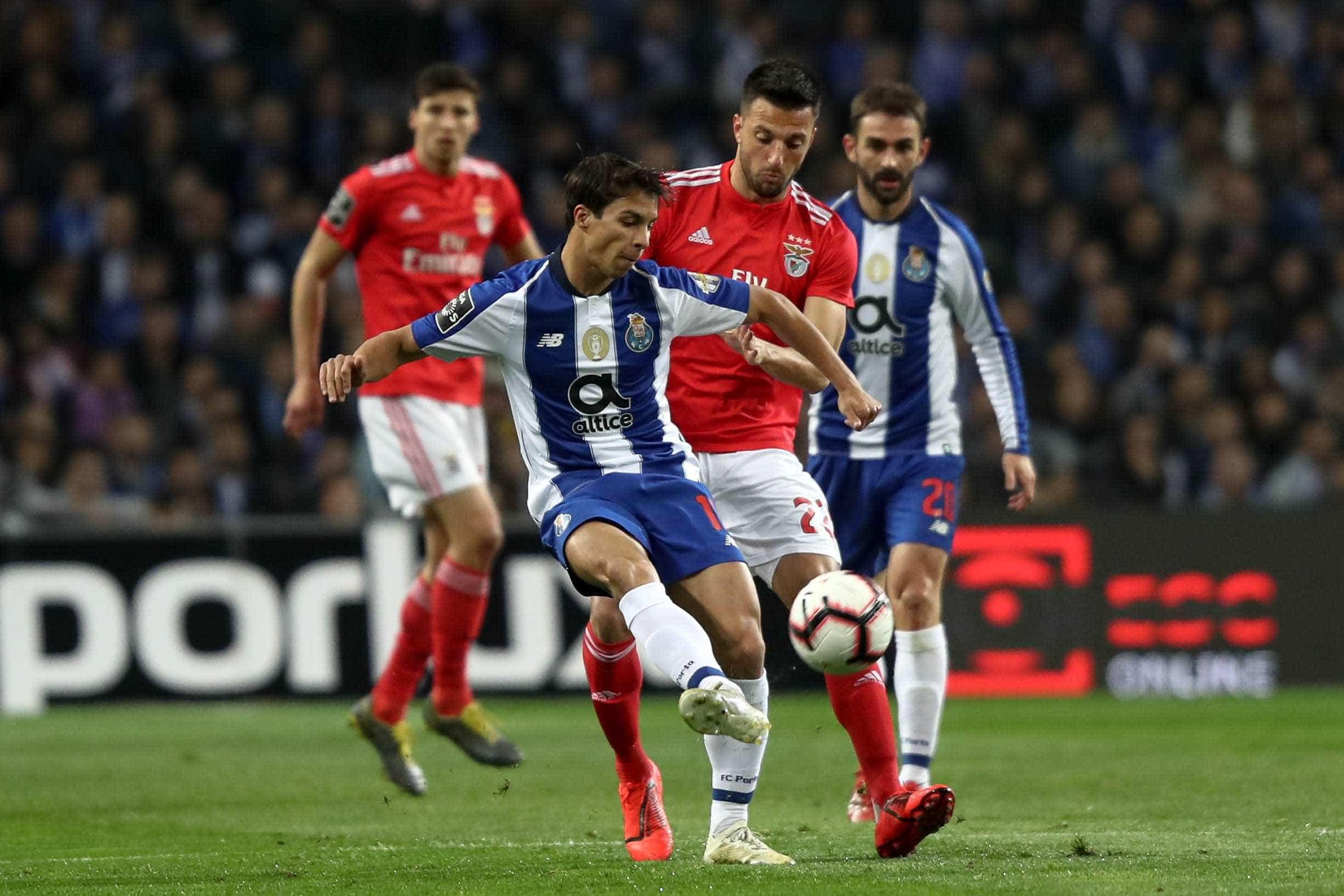 FC Porto 'paga' em bolsa o custo da derrota no Clássico