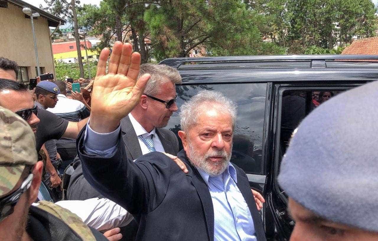 """""""Vai encontrar a Marisa e espera pelo vovô"""". Lula despediu-se do neto"""