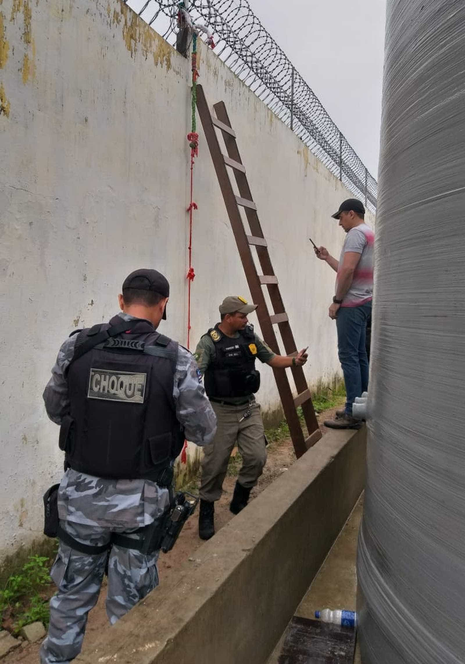 No Brasil, reclusos fogem da prisão com a ajuda destas escadas