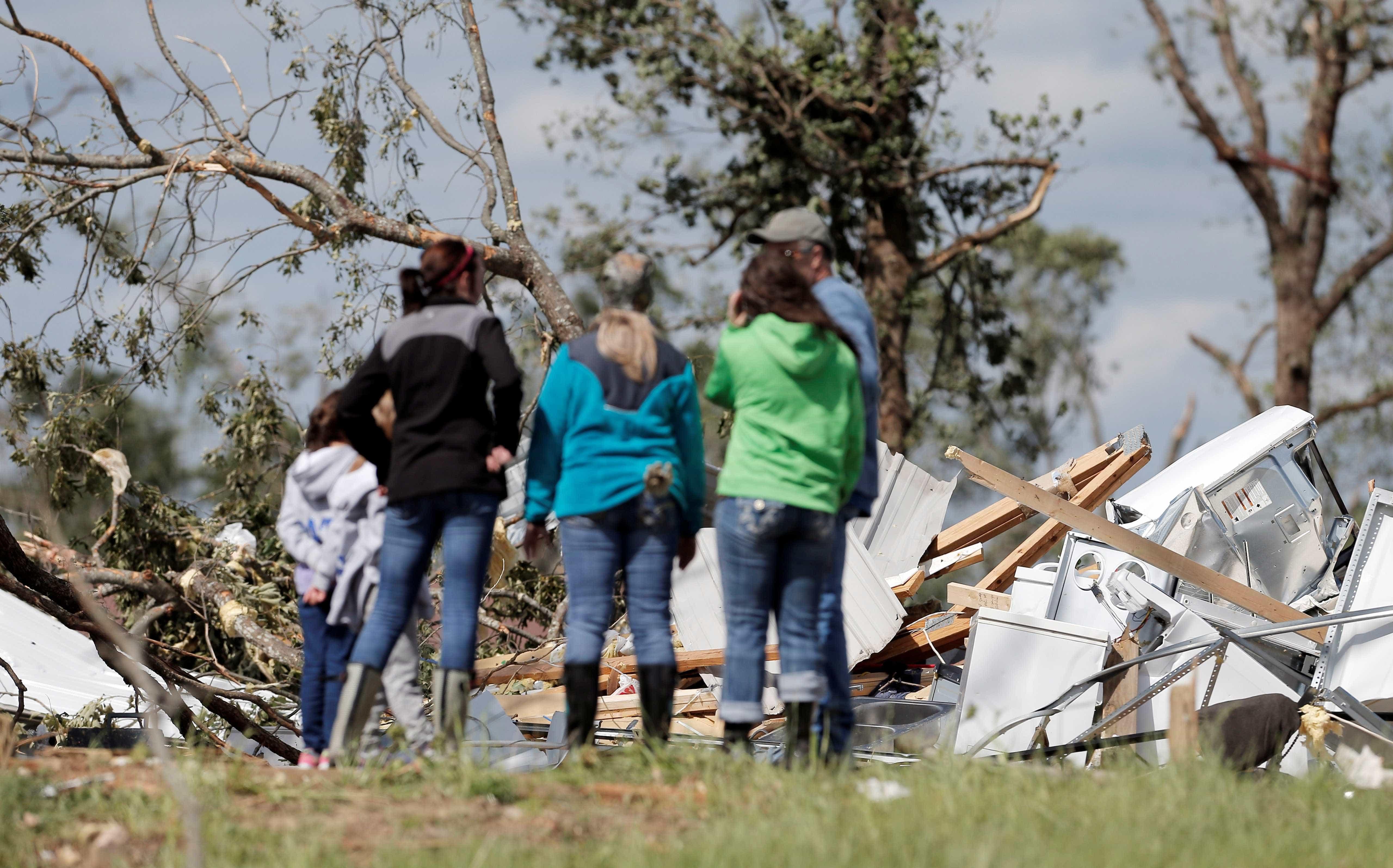 Sobe para 23 número de mortos em tornado nos EUA. Crianças entre vítimas