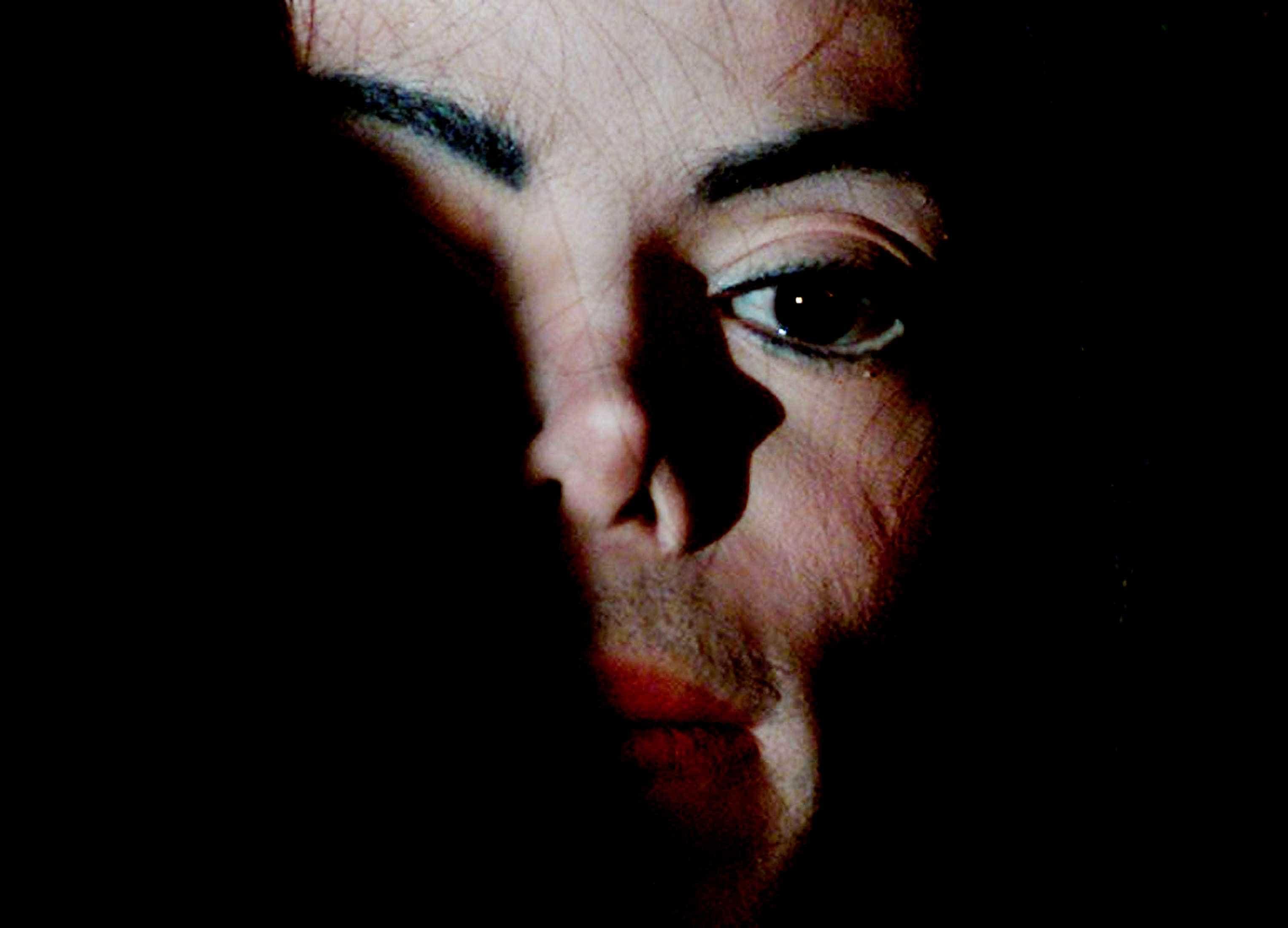 Novo documentário revela que Michael Jackson terá abusado de menores