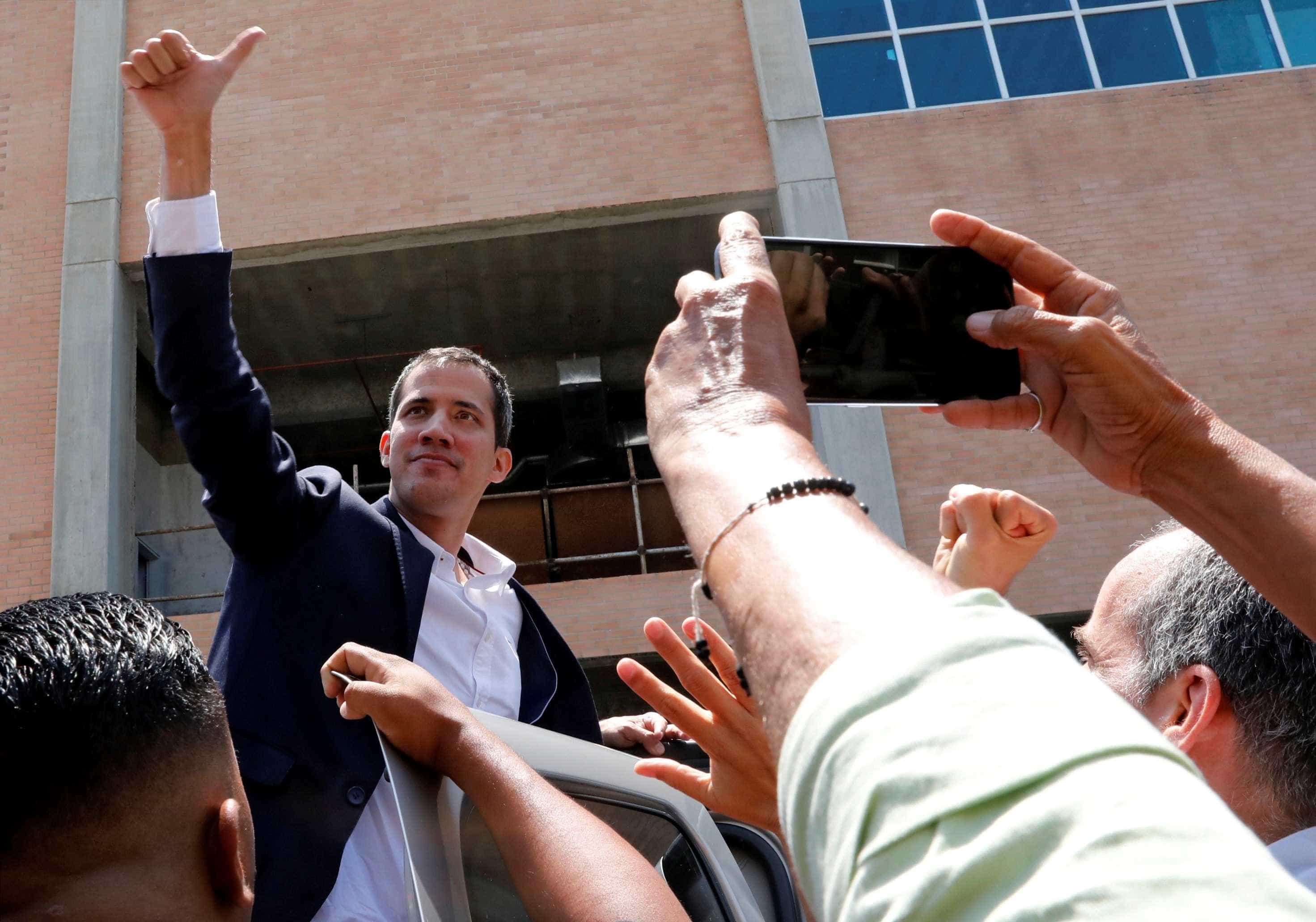 Juan Guaidó aterra na Venezuela apesar de risco de detenção