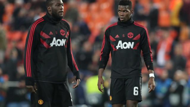 Balneário do Man. United a ferver: Pogba e Lukaku em 'acesa' discussão