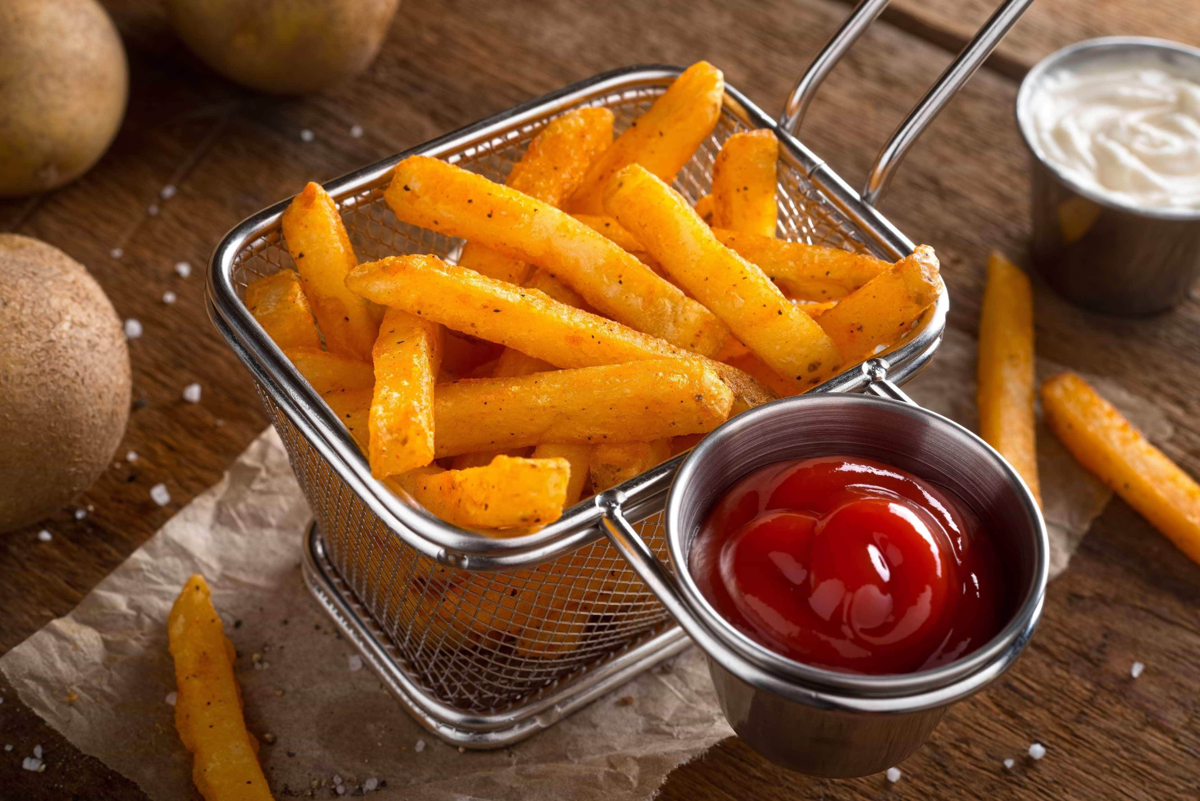 Está a deitar ketchup nos alimentos de forma errada. Pista está no nº57