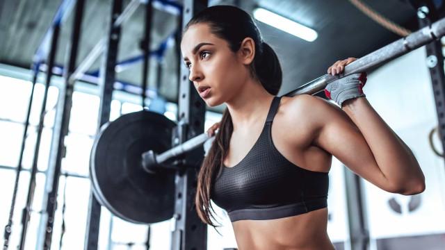 Seis dicas para praticar musculação sem comprometer a coluna