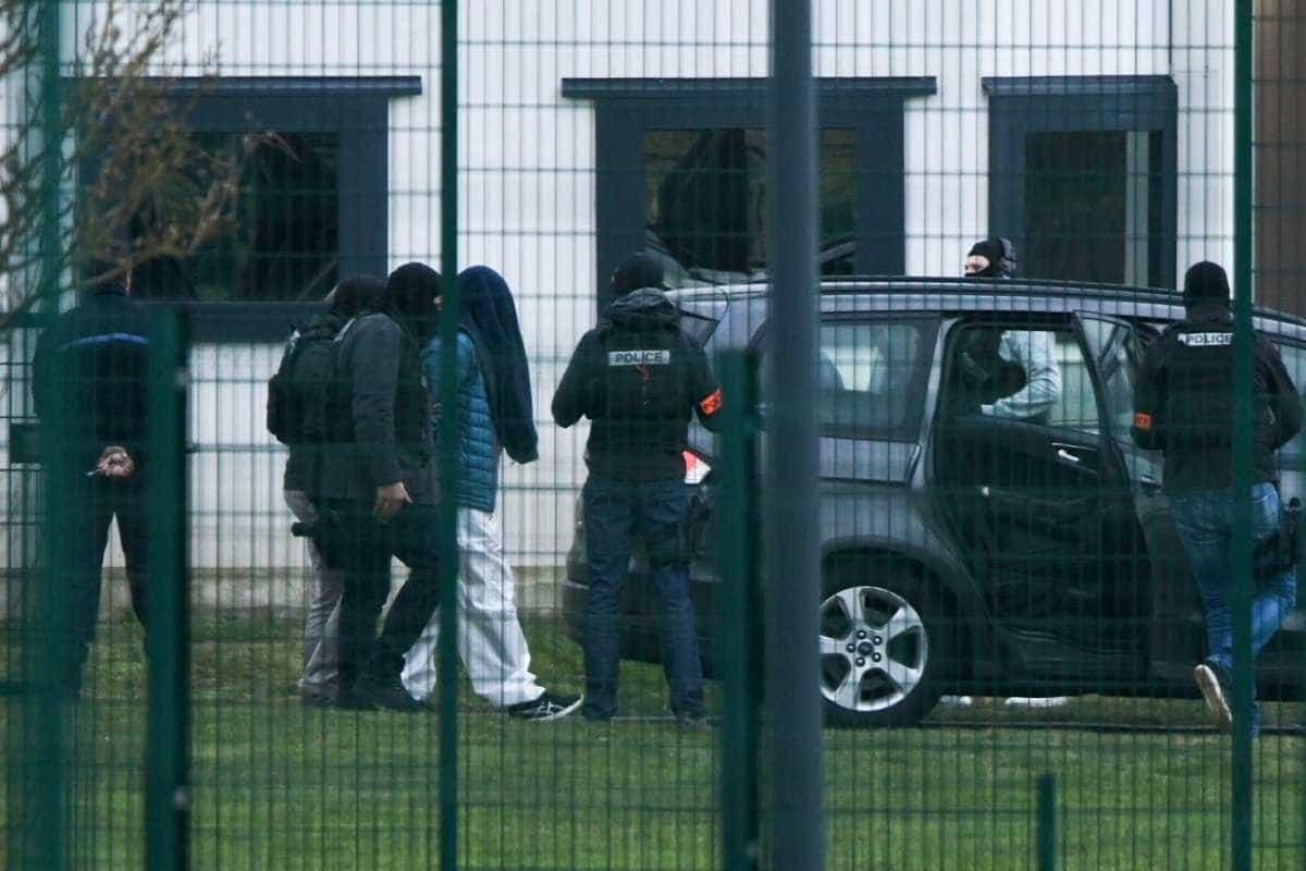 Recluso e namorada detidos pela polícia após ataque em prisão