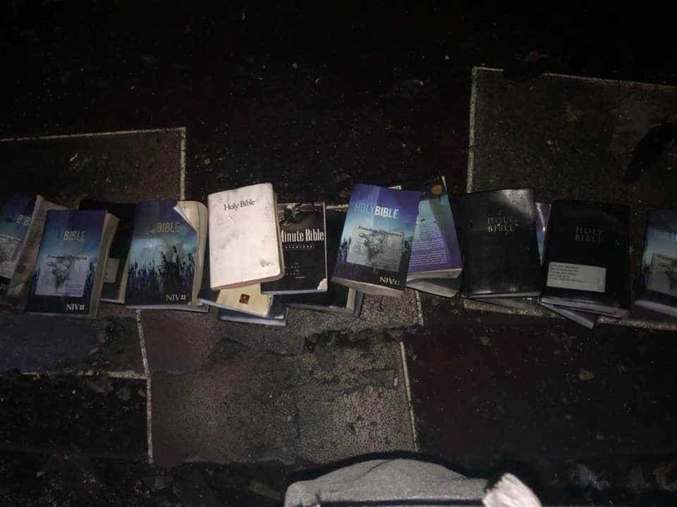 Fogo fulminou igreja nos Estados Unidos mas não ardeu uma única bíblia