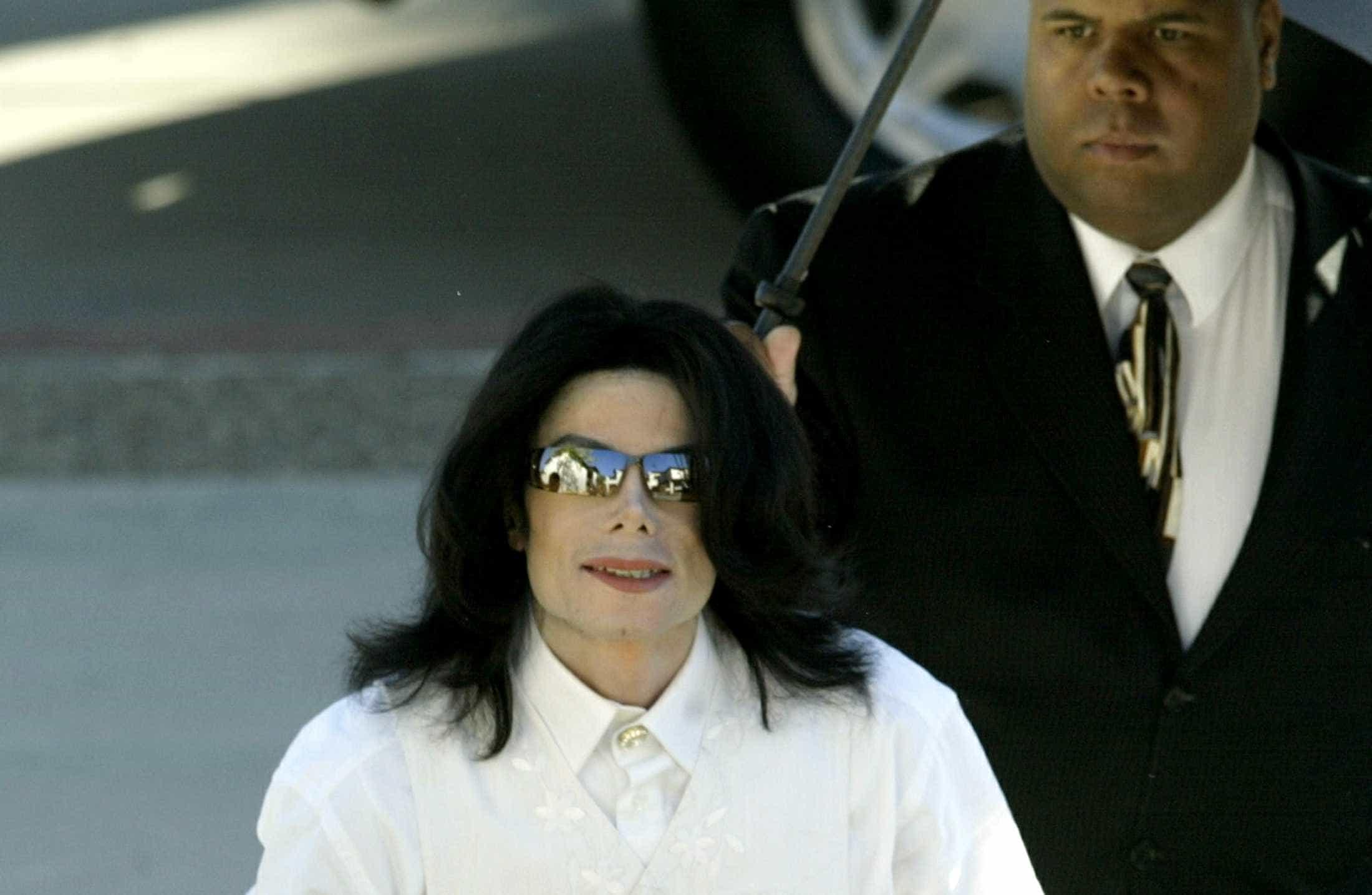 Rádio proíbe músicas de Michael Jackson após escândalo de pedofilia