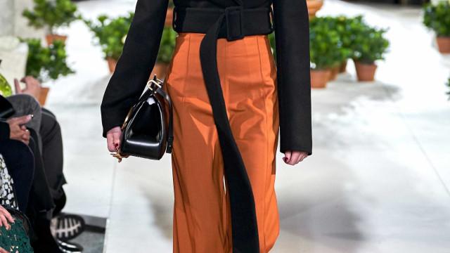 Maria Miguel desfila na apresentação da última coleção de Karl Lagerfeld
