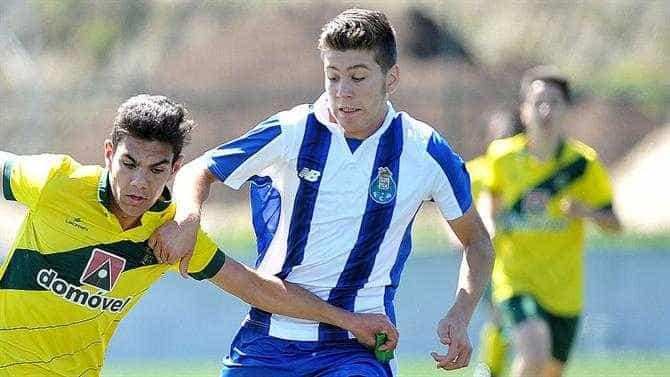 David Vinhas assina contrato profissional com o FC Porto
