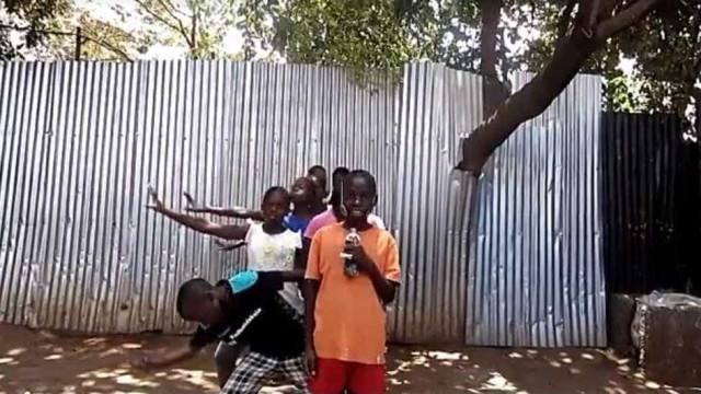 O fenómeno já chegou ao Quénia: Crianças dançam ao som de Conan Osíris