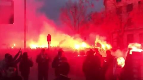 Adeptos do PSG 'aquecem' duelo com o Manchester United de forma incrível