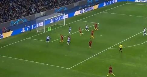 Soares desata nó do nulo e põe FC Porto na frente da eliminatória