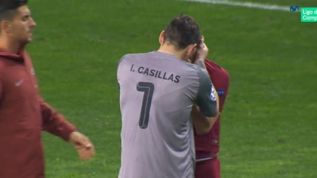 O momento em que Casillas consolou o rival da Roma em lágrimas