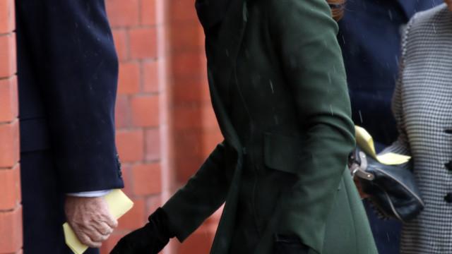 """Kate Middleton irritada com notícias de zanga com amiga """"rival"""""""