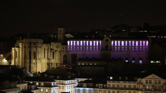 Violência doméstica: Em dia de luto, Quartel do Carmo iluminou-se de rosa