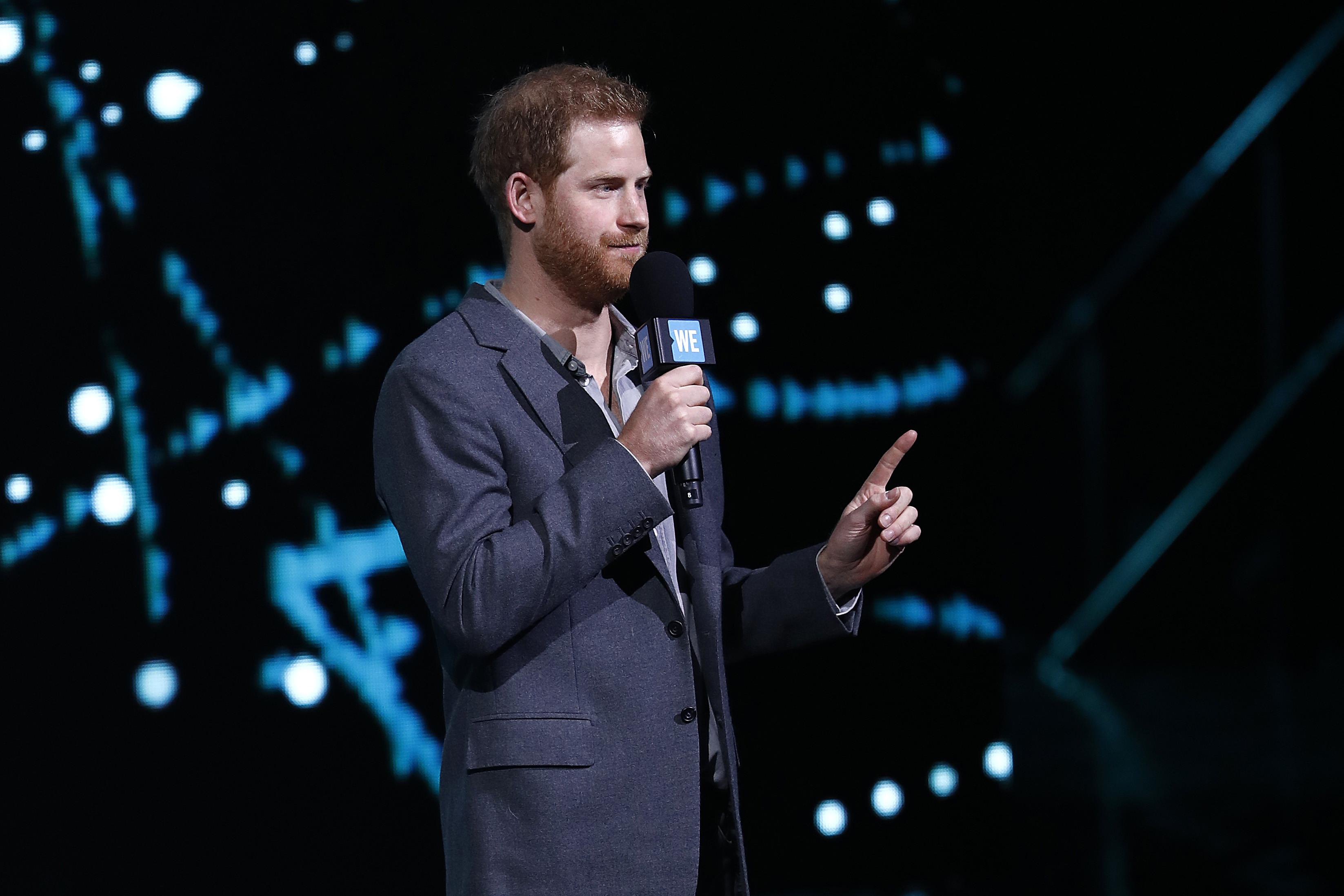 'Faz o que eu digo...': Príncipe Harry acusado de ser hipócrita
