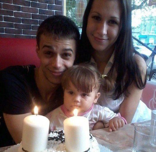 """Mãe morre """"de tristeza"""" após descobrir que marido violou e matou a filha"""