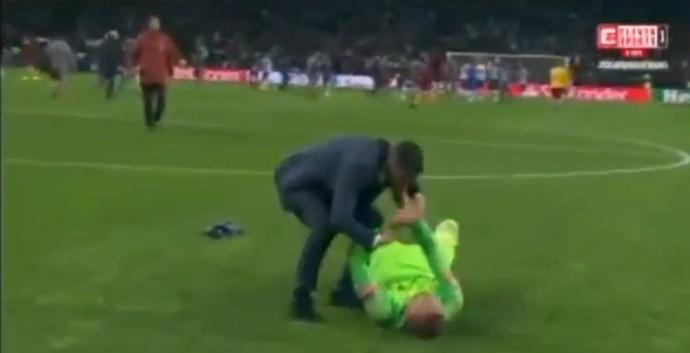 Sérgio Conceição teve fair-play e confortou Olsen em lágrimas