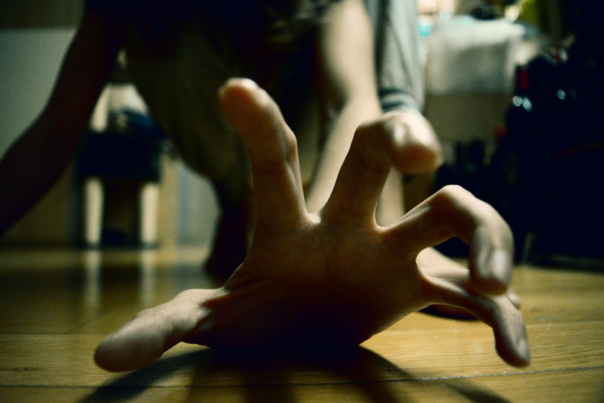 Mais dois detidos por violência doméstica. Um ficou em prisão preventiva