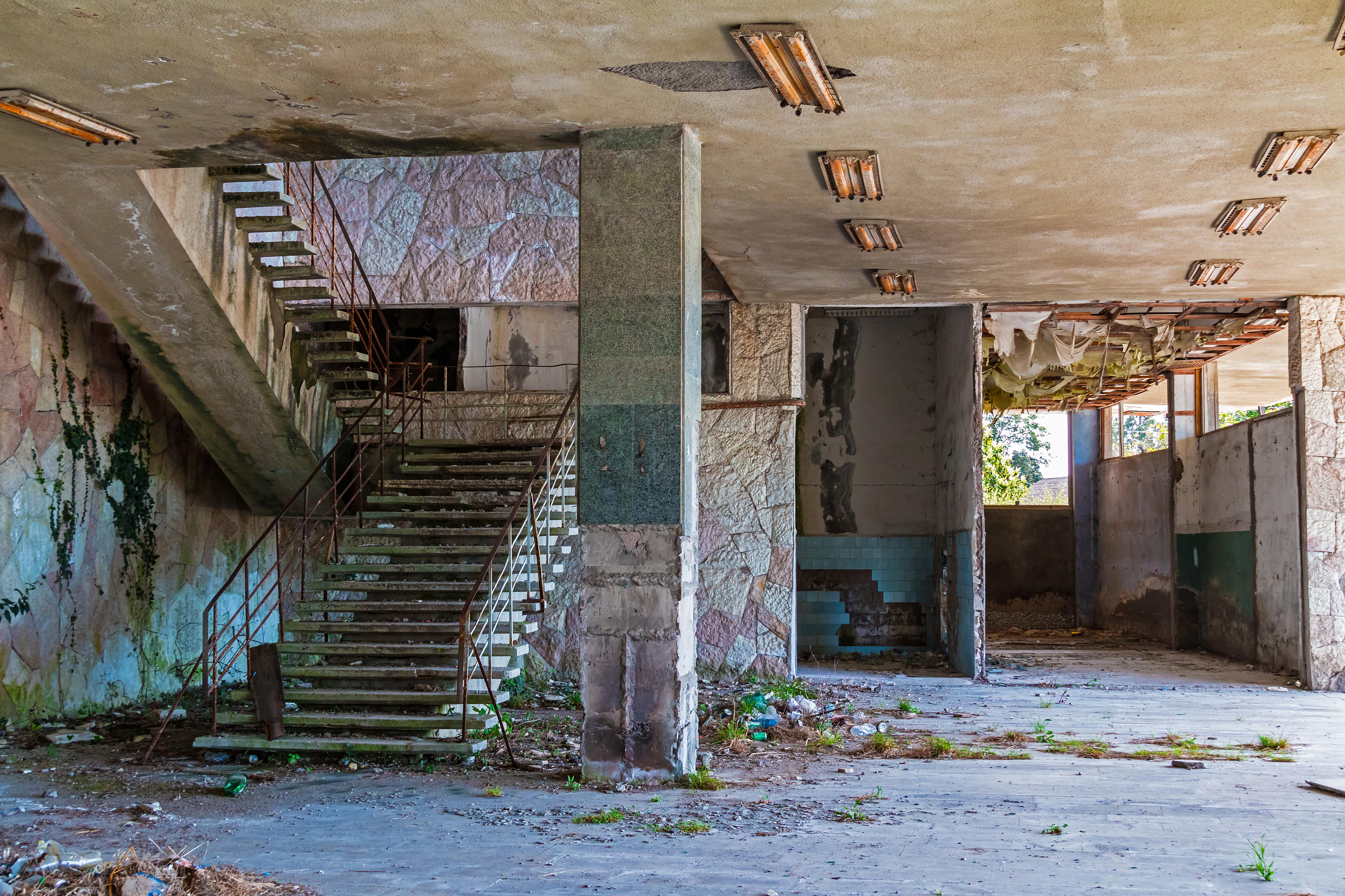 É capaz de visitar estes centros comerciais abandonados?