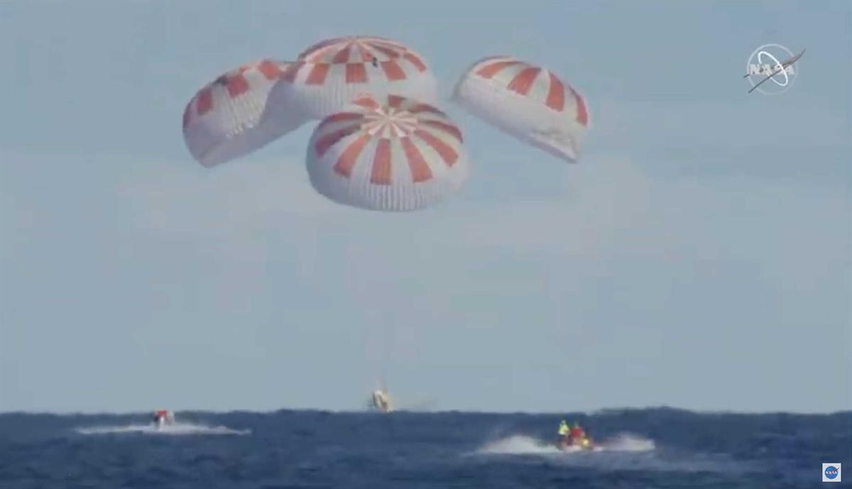 Cápsula da SpaceX aterra com sucesso na Terra