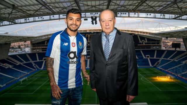 Oficial: Corona renova contrato com o FC Porto