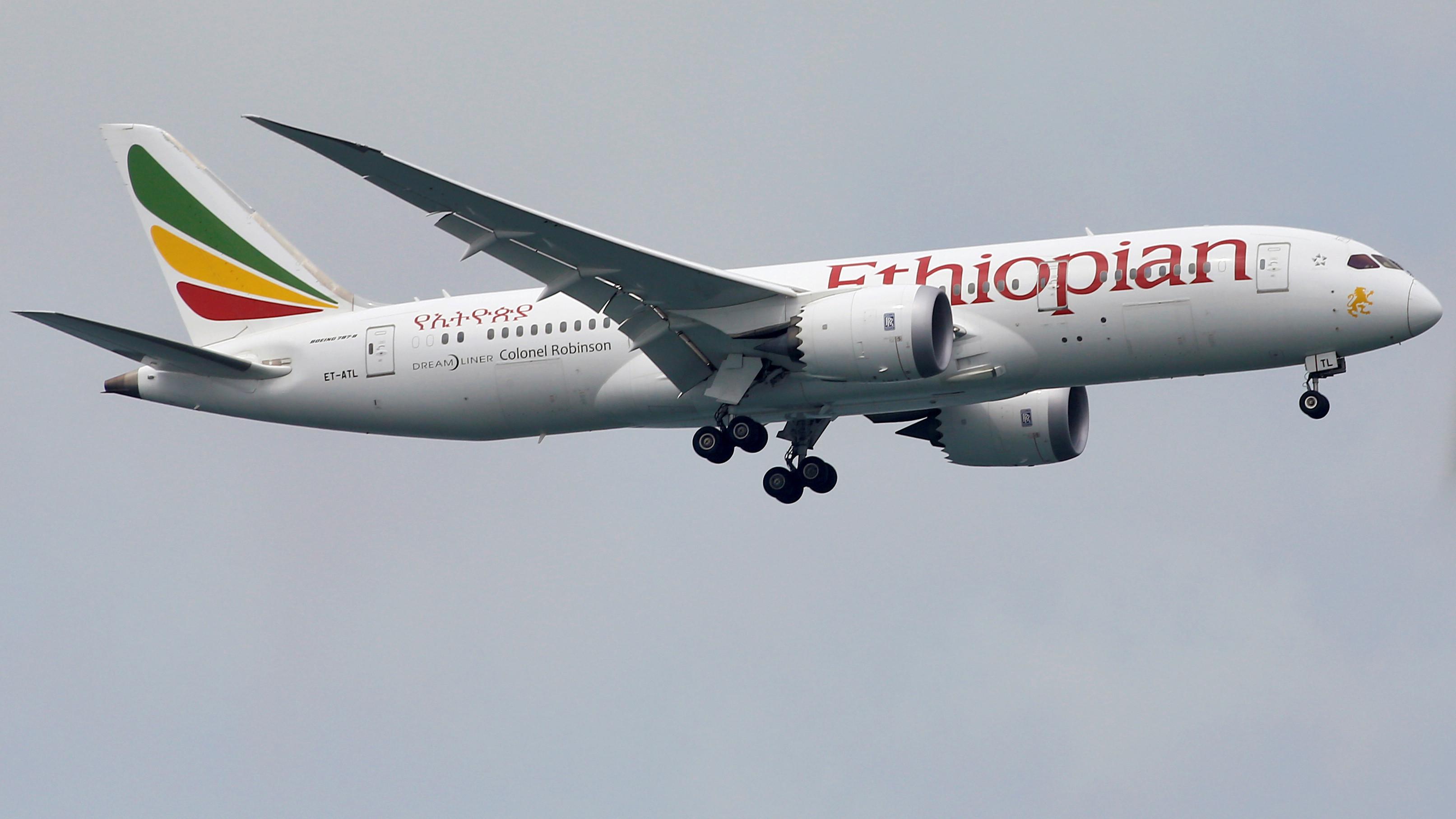 Voo da Ethiopian Airlines cai com 157 pessoas a bordo